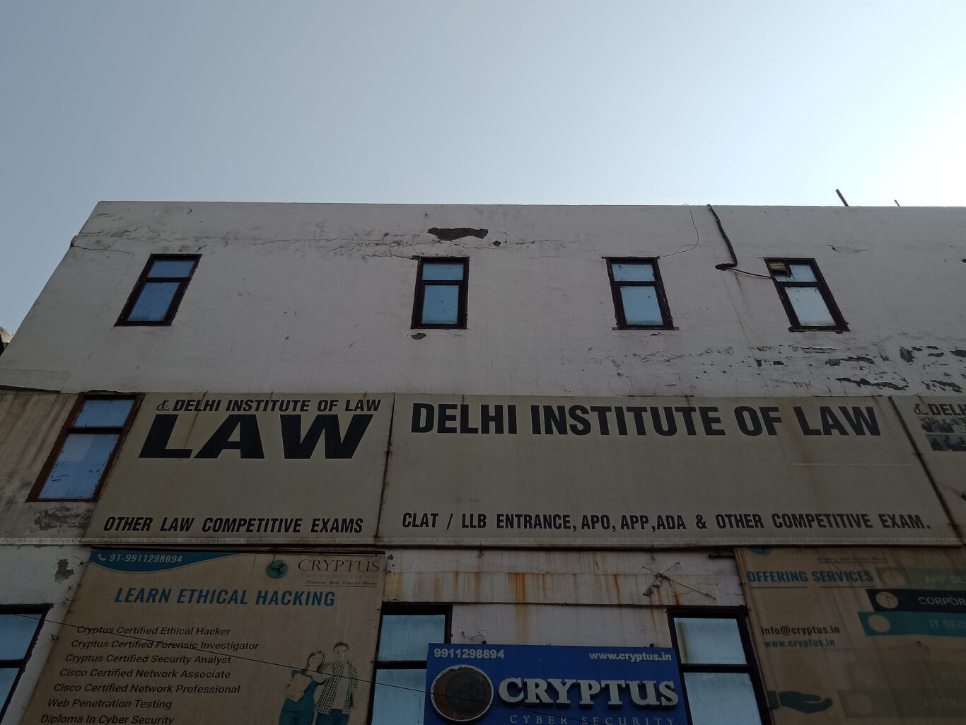 DELHI INSTITUTE OF LAW Logo