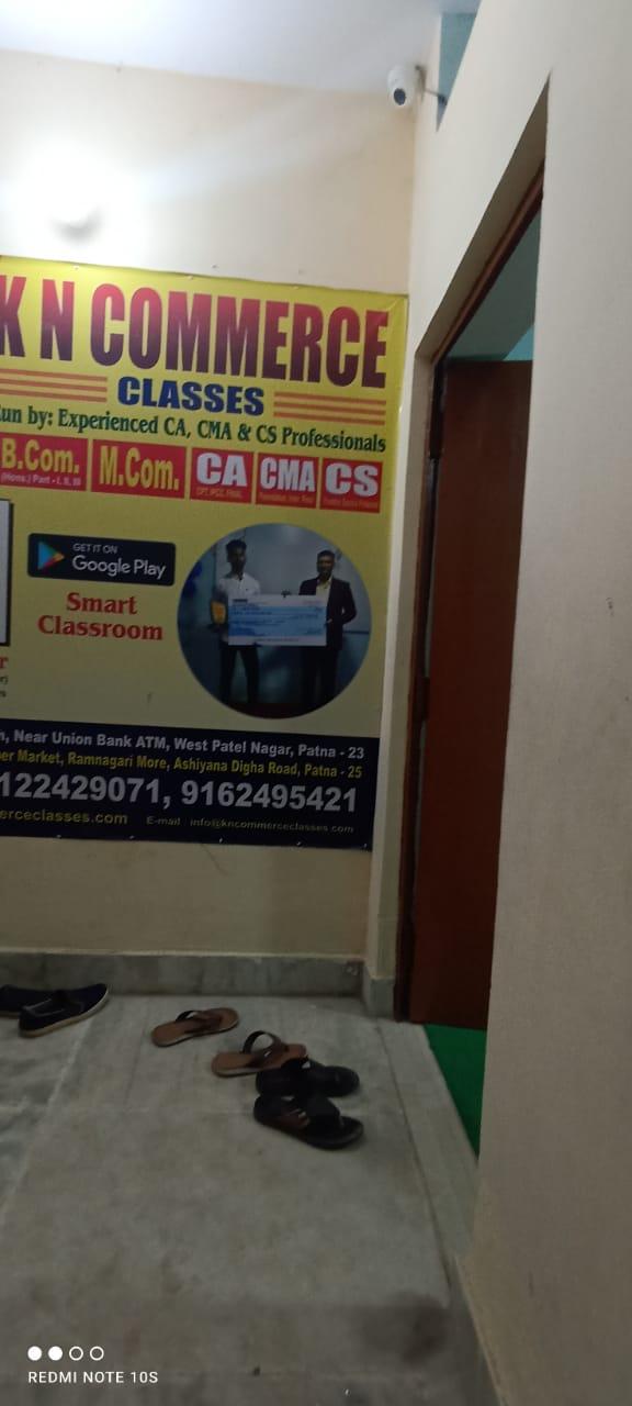 K N COMMERCE CLASSES Logo